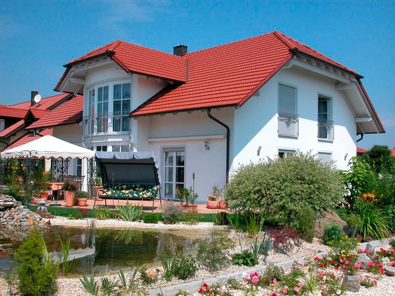 Einfamilienhaus mit Krüppelwalmdach