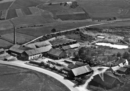 Schwarzweiß Luftbild Firma ca. 1954